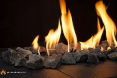 Flamdekoration med svart granitsten